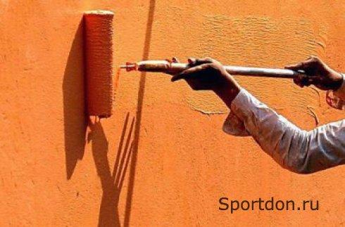 Процесс покраски стен