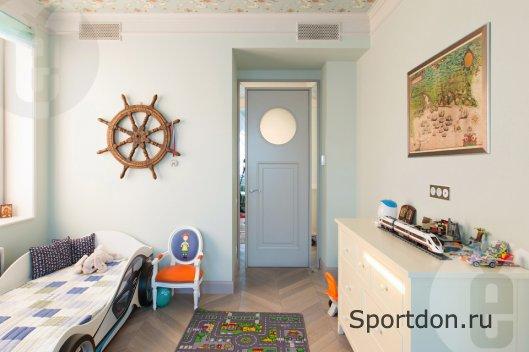Стеклянные вставки – оригинальное решение для декора двери