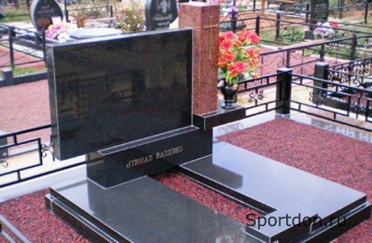Как выбрать монумент на могилу?
